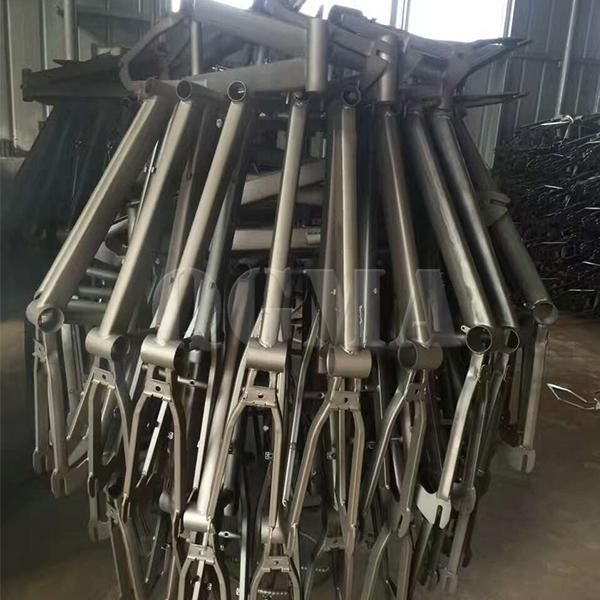 Bicycle parts hanger type shot blasting machine2